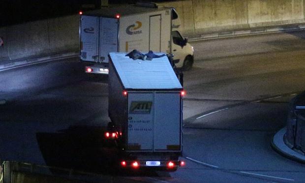 "alt=""inmigrantes camionies Calais"""