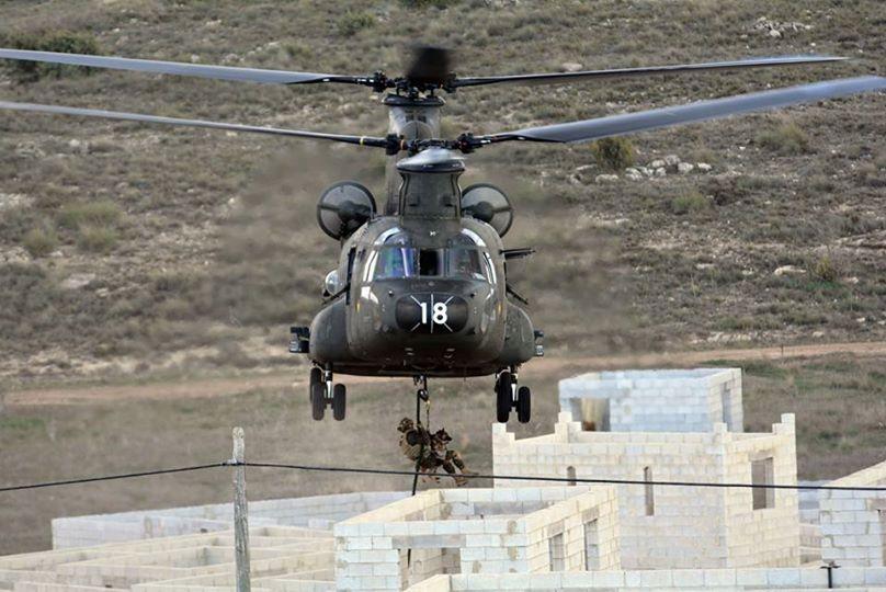 """alt=""""descenso con perro desde helicóptero"""""""