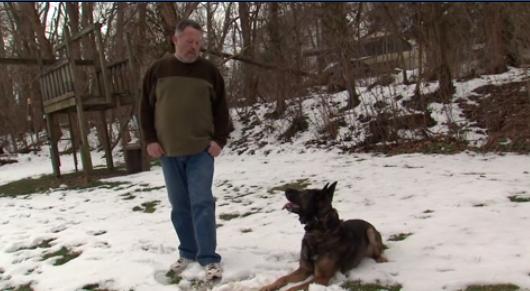 Recaudan 50.000 dólares policía jubilado perro