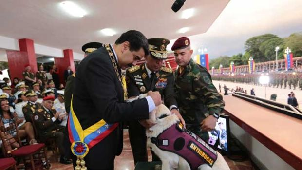 Maduro condecora